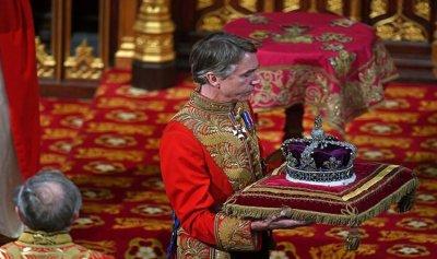 تاج للملكة إليزبيث يبلغ أكثر من أربعة ملايين دولار