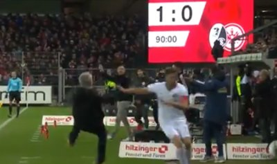 بالفيديو: لاعب يهاجم مدرباً