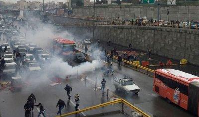 بالفيديو – محتجو إيران للباسيج: أنتم أسوء من داعش