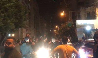 """بالفيديو: مناصرو حزب الله يحتجون أمام """"الجديد"""""""