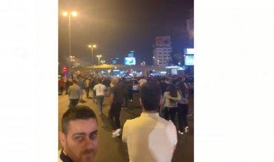 بالفيديو: الثوار يقطعون أوتوستراد جل الديب