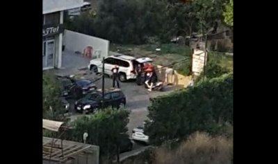 بالفيديو: سيارة مشبوهة توزع الأسلحة في جل الديب