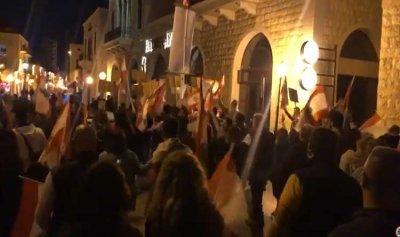 حشود من كسروان إلى ساحة الاعتصام في جونية