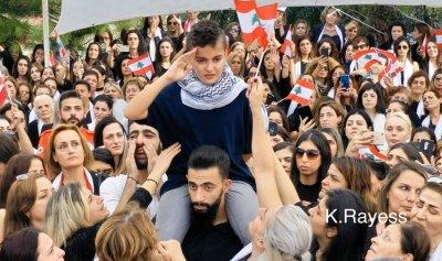 """بالفيديو – ثائر لنجل علاء أبو فخر: """"أنت قائد الثورة"""""""