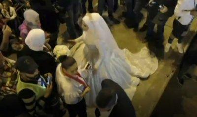 بالفيديو: 3 أعراس في ساحة طرابلس
