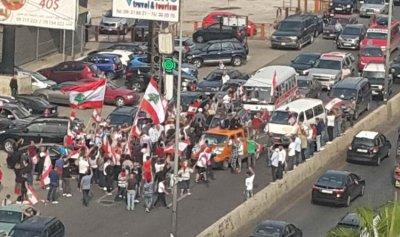 الثوار بمسيرة سيّارة في جونية