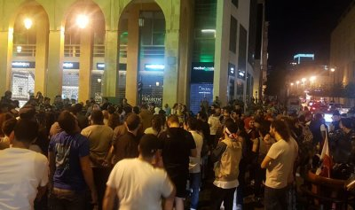 جرحى واعتقالات إثر مواجهات بين شرطة البرلمان والثوار