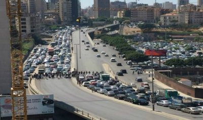 """تجمع للسيارات على جسر الرينغ في """"أحد الاستشارات"""""""
