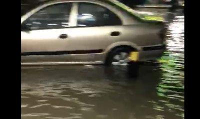بالفيديو: الأمطار تغرق شوارع الملا