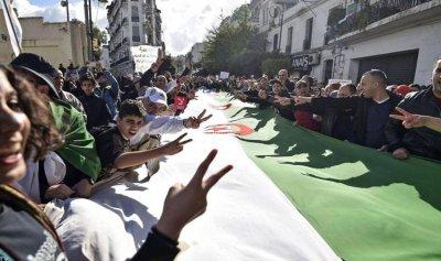 الجزائر تنتخب لاختيار الرئيس الثامن للبلاد