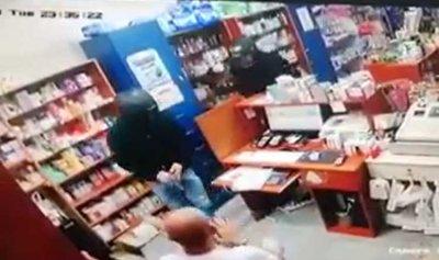 """بالفيديو: سرقة صيدلية """"فارماتيك"""" في سن الفيل"""
