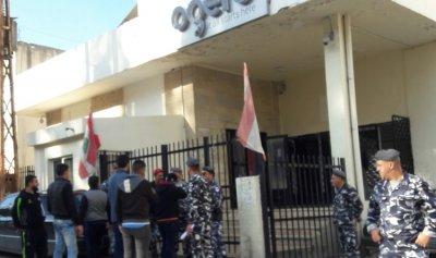 الثوار يقفلون المؤسسات العامة في حلبا