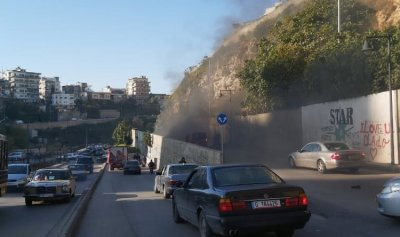 بالصورة: قطع طريق القبة بالاطارات المشتعلة