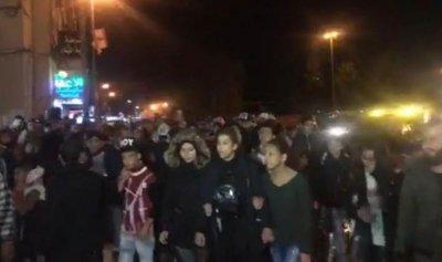 وقفة احتجاجية امام منزل علم الدين ومركز شرطة بلدية الميناء