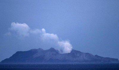بركان نيوزلندا يقتل 17 شخصاً