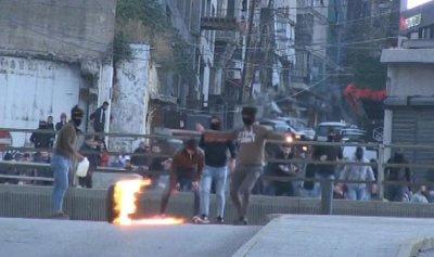 """بالفيديو: مواجهات بين القوى الأمنية ومناصري """"أمل"""" وحزب الله في بيروت"""