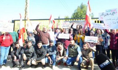 بالصورة: الثوار أمام معمل ترابة سبلين
