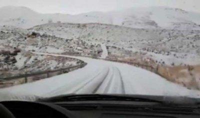 بالصورة: الثلوج قطعت طريق الضنية الهرمل