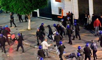 الأمن يفرق محتجين واتهامات بخروق انتخابية في الجزائر
