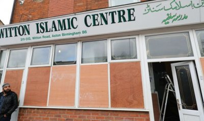 بالفيديو: اعتداء على مسجد في بريطانيا