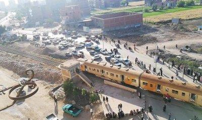 بالصور: جرحى في مصر جراء خروج قطار عن مساره