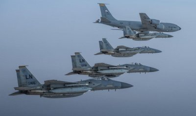 بالفيديو: تحليق مشترك لطائرات حربية سعودية وأميركية