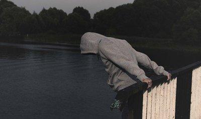 بالفيديو: ريما بجاني تفنّد الانتحار… المساعدة أولوية