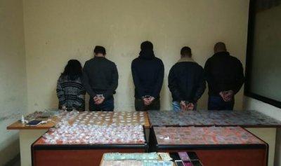عصابة تجارة وترويج مخدرات في قبضة الأمن