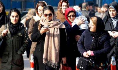 """موقوفتان في إيران بسبب """"الحجاب غير المحتشم"""""""