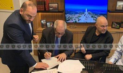 اتفاق رسمي بين الحكمة وفؤاد ابو شقرا