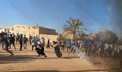 """""""تجمع المهنيين السودانيين"""" يتحدى الطوارئ"""