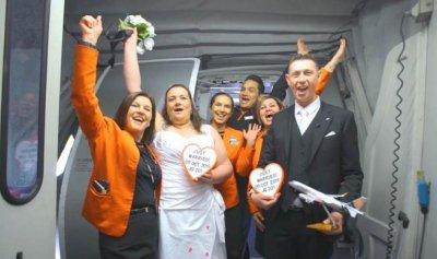 زواج على ارتفاع 37 ألف قدم