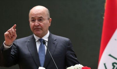 بالفيديو: الرئيس العراقي يتعرض للهجوم