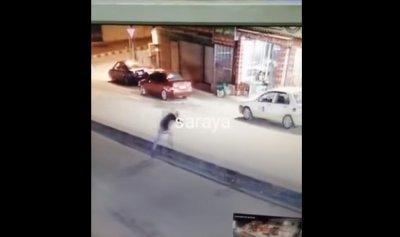 بالفيديو: العناية الإلهية تنقذ شابا سقط أمام سيارة