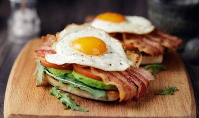 كم بيضة يجب أن نتناول يوميا؟