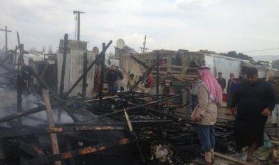 اخماد حريق خيم للنازحين السوريين في تعنايل
