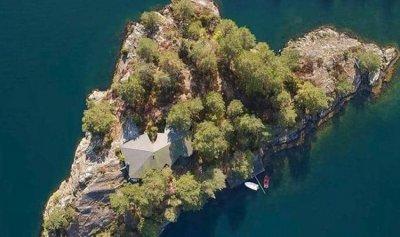 جزيرة للبيع… بسعر منزل