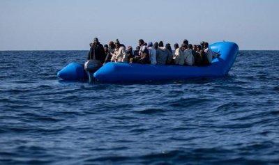مقتل 10 مهاجرين بغرق مركب في ليبيا