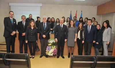 السفير الأرجنتيني يحاضر في Usek