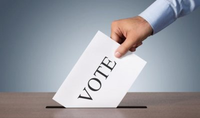 بعد تصويت خاطئ… ناخب يقطع اصبعه