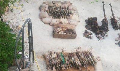 بالصور: العثور على أسلحة وذخائر قديمة في سينيق