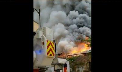 بالفيديو: حريق جديد بموقع تاريخي في فرنسا