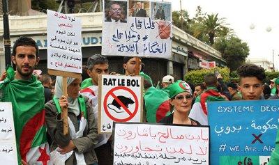 تظاهرات في شوارع العاصمة الجزائرية للجمعة التاسعة