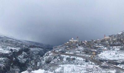 الثلوج غطت قرى بشري وتخوف على الموسم الزراعي