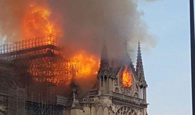 15 دقيقة فصلت بين دمار Notre Dame وبقائها