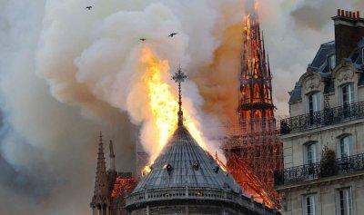 احترقت الكاتدرائية ونجا اكليل المسيح