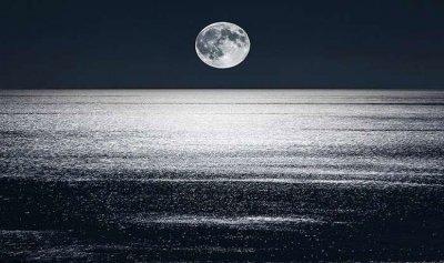 العلماء يكتشفون سر بكاء القمر!