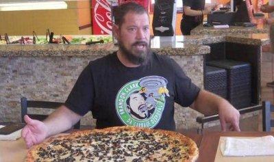 التهم البيتزا تحصل فوراً على 500 دولار