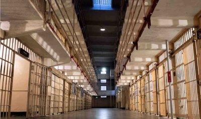 سجن في لبنان من دون طريق!