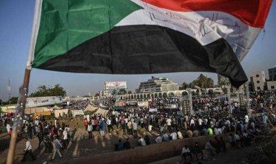 """إرجاء تشكيل """"مجلس سيادي مدني"""" في السودان"""